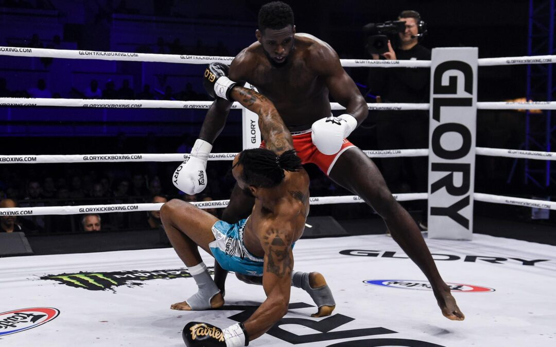 GLORY 70: MURTHEL GROENHART WINS BY KO